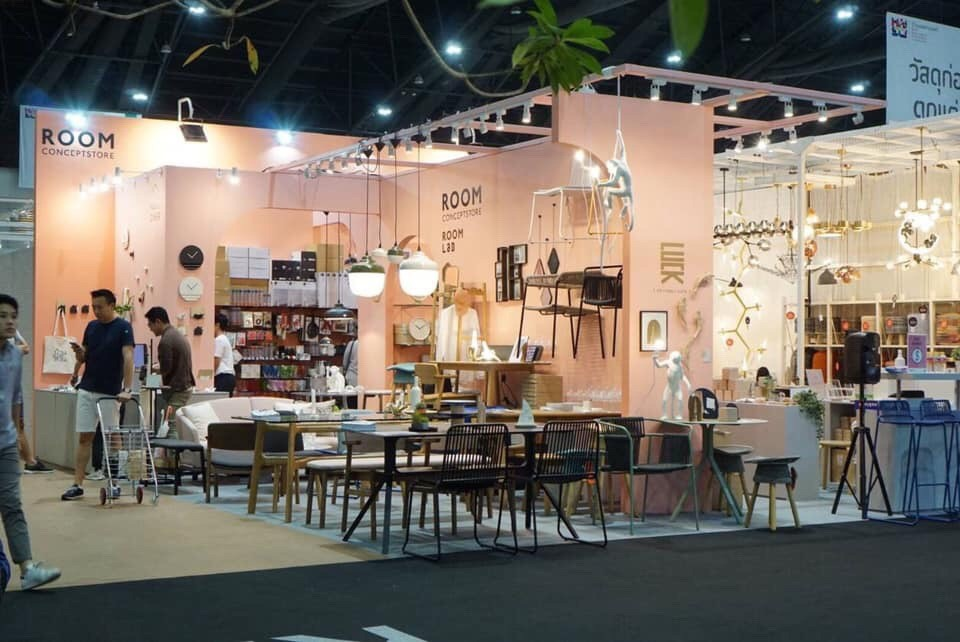 BOOTH ROOM CONCEPT STORE